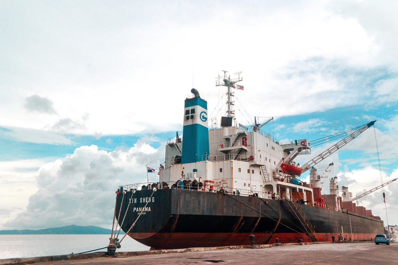 Shipping-by-freight-forwarders